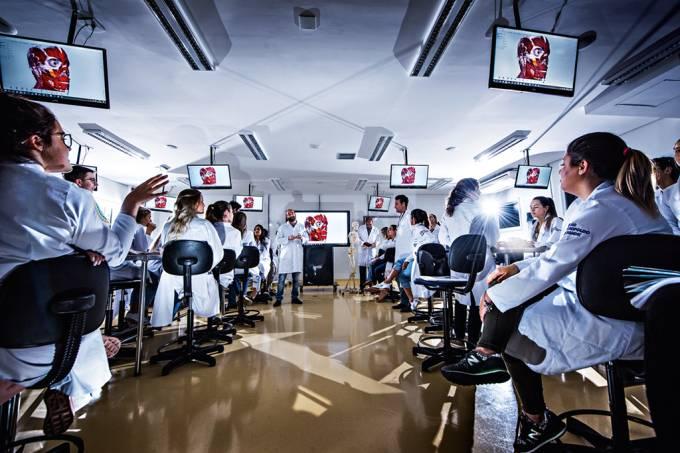 O milionário mundo dos cursos de medicina