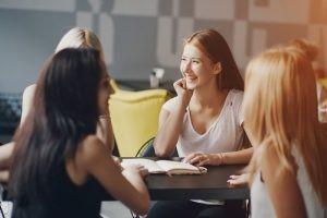 Ter amigos no trabalho pode ajudar sua carreira